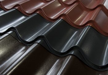 Кровля – металлочерепица для обустройства скатных участков крыши, стильно и функционально
