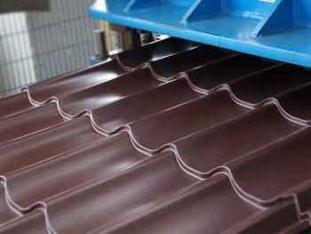 Производство металлочерепицы в условиях сегодняшнего дня – качество и доступный монтаж