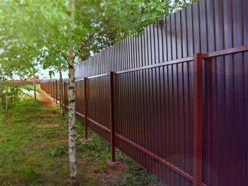 Дачные заборы из металлического гофрированного листа, выбираем цвет полимерного покрытия
